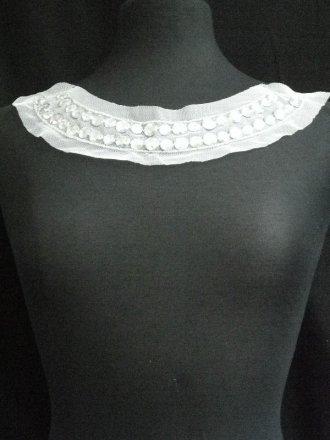White/Silver Jewels Round Neck Piece