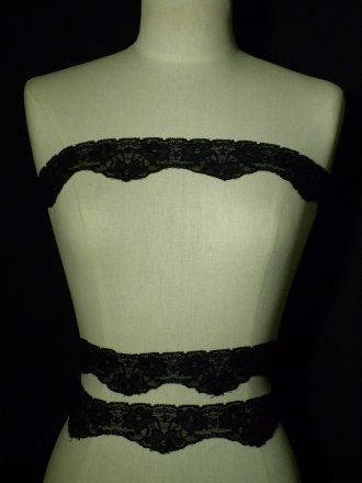 Black Floral Design Scalloped Lace Trim