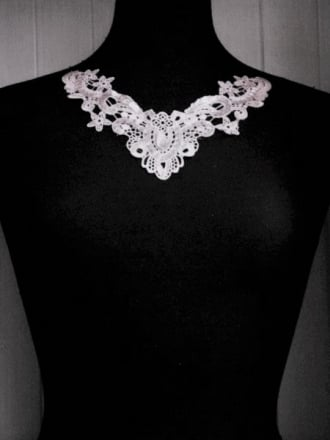 Gem Neck Appliqué- White EM31 WHT